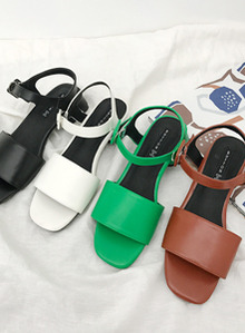 66GIRLSSquare Buckle Strap Sandals